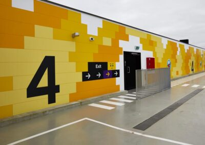 Gul Wayfinding for Lego House - Parkering