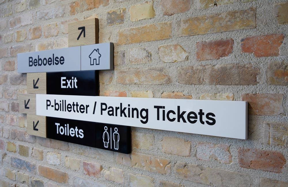 Wayfinding för Lego House - utgång, parkering och toaletter