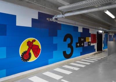 Blå Wayfinding för Lego House - Parkering
